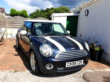 Low Mileage Mini cooper 1.6 with New MOT and Serviced up to date. 68k, Leather, 6-spd, Alloys, Remotes.